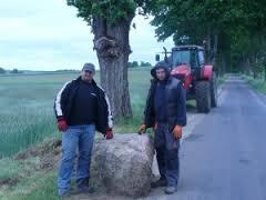 Transport kamienia podtablicę pamiątkową: Grzegorz iSzymon Ręcławowicz - Domacyno 2014r.