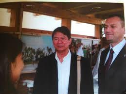 Ambasador Filipin wPolsce Edgardo R. Manuvel orazwiceburmistrz Karlina Piotr Woś 30 lipiec 2011r. Domacyno
