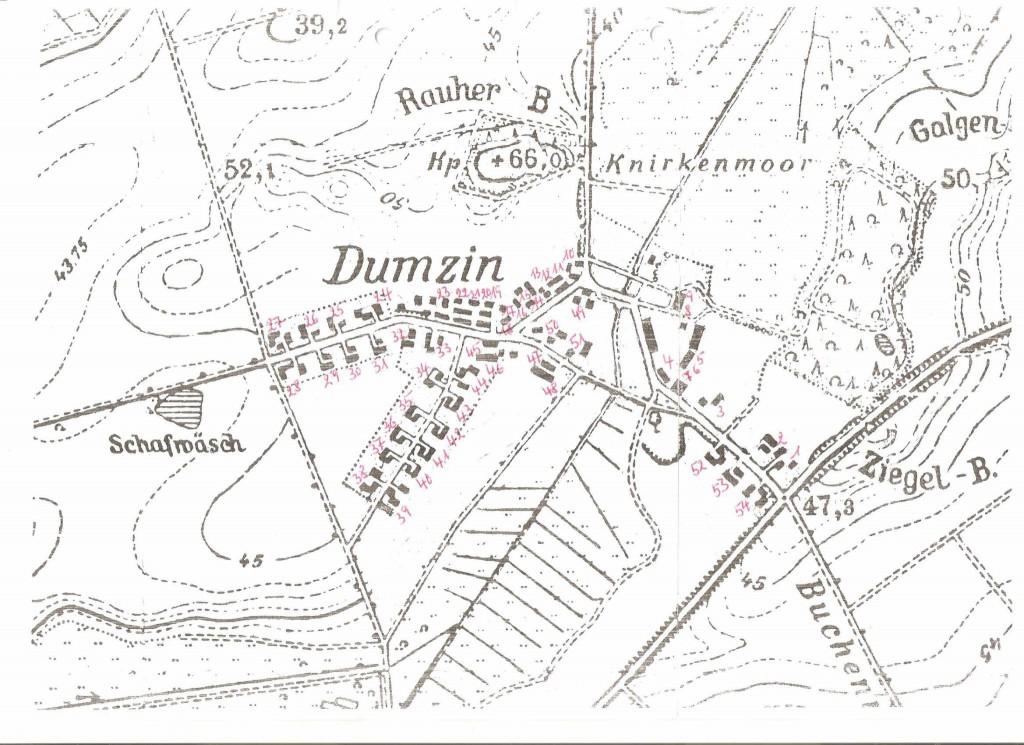 Mapa Domacyna z1945 r.z zaznaczonymi numerami domów oraznazwiskami ostatnich niemieckich mieszkańców.