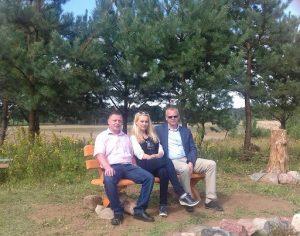 Od lewej sołtys wsi Domacyno, Joanna Pałka, burmistrz Karlina Waldemar MIśko