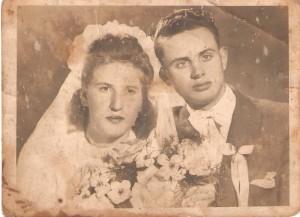 Ślub Gabrieli iStanisława Kujawskich. Domacyno 29.04.1948r. Następne zdjęcie todedykacja naodwrocie zdjęcia.