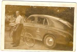 Mieszkaniec Domacyna pan Woś, był właścicielem taksówki (no ijak widać także kolarzówki). Pracował naterenie Karlina.