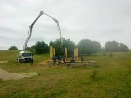 Budowa wiaty obok Figury. Domacyno 2011.